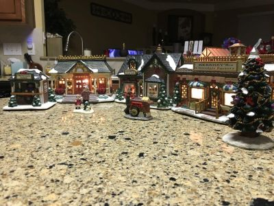 Hershey s Holiday 2001 Village Collection