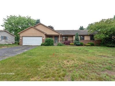 3 Bed 2 Bath Foreclosure Property in Walled Lake, MI 48390 - Jennella Dr