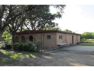2 Bed 2 Bath Foreclosure Property in Victoria, TX 77901 - Lone Tree Rd