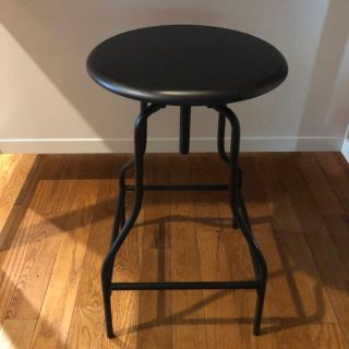 Black Metal Swivel Bar Stool