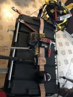 Scaffold belt with all tools and ratchet