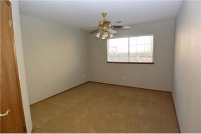 Desirable, NW Visalia location in gated 'The Lakes'. Washer/Dryer Hookups!