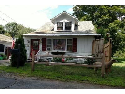 2 Bed 1 Bath Foreclosure Property in Leominster, MA 01453 - Reed St