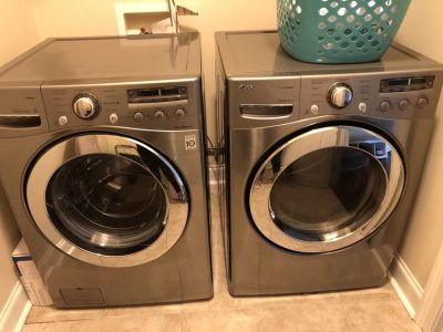 LG washer and dryer combo/Gas