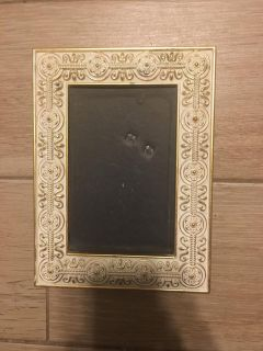 Lovely White & Gold Metal Picture Frame - 4 by 6 -NO GLASS