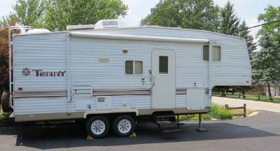 By Owner! 2003 27 ft. Fleetwood Terry w/slide