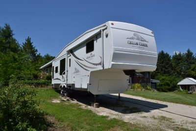 2005 Forest River Cedar Creek Silverback 33LCDTS