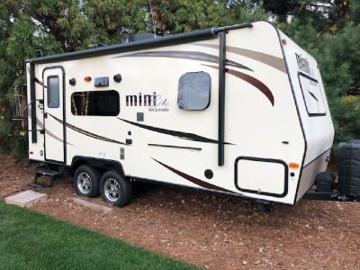 By Owner! 2016 21ft. Forest River Rockwood Mini Lite 2109S