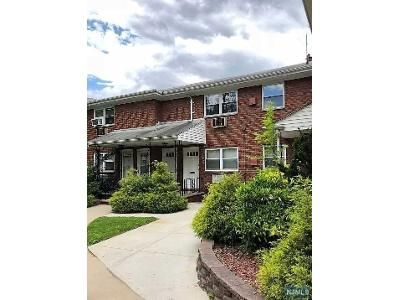 1 Bed 1 Bath Foreclosure Property in Palisades Park, NJ 07650 - E Homestead Ave Apt A4