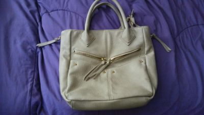 Gently used women purse.asking 5.00