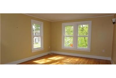 2 bedrooms - ready to move in. Single Car Garage!