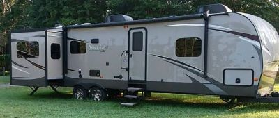 By Owner! 2014 39 ft. Evergreen Sun Valley w/3 slides