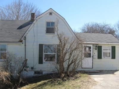 2 Bed 1 Bath Foreclosure Property in Suncook, NH 03275 - Valley St