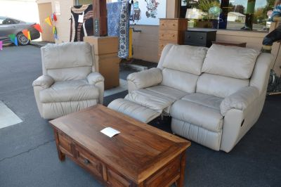 Nice Dual Reclining Love Seat & Rocking Recliner