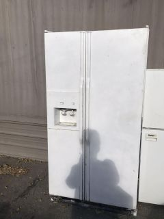 Free refrigerator! She s ugly but she works you must pick up