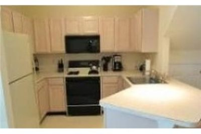 Beautiful 2 bedroom townhome. Single Car Garage!