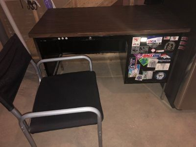 Free metal desk with drawers & chair on rollers