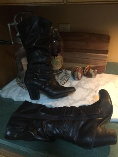 Women s boots size 8