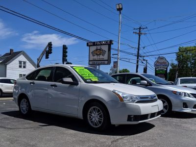 2009 Ford Focus SE (White Suede)