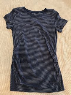 Love by Gap size small maternity tee