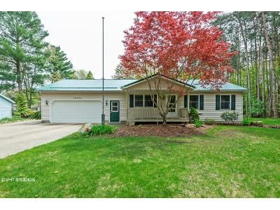 3 Bed 1 Bath Foreclosure Property in Grand Haven, MI 49417 - 152nd Ave