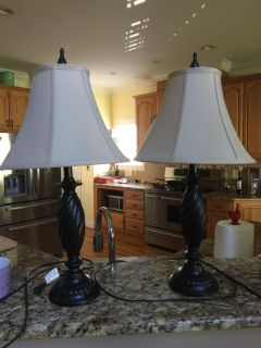 2 pretty lamps with shades