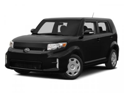 2014 Scion xB Base (Super White)
