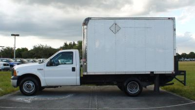 2007 FORD F350 DUALLY BOX TRUCK WITH LIFT GATE