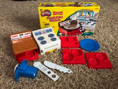 Play doh cake kitchen mold set