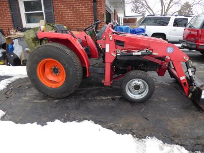 Mitsubishi Diesel 4x4 Tractor w/ Loader & more 160 hours