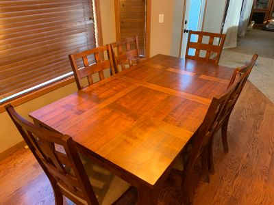 Beautiful Walnut Dining Table with 6 Chairs