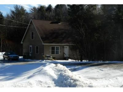 3 Bed 1.5 Bath Foreclosure Property in Gardiner, ME 04345 - Woods Rd