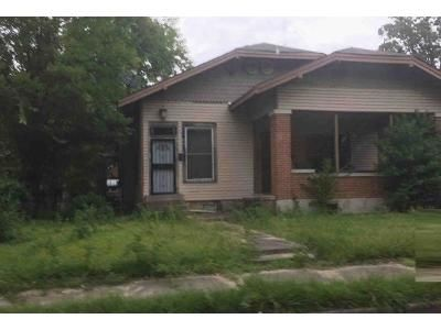 3 Bed 2 Bath Foreclosure Property in Pine Bluff, AR 71601 - 1001 1/2 W 20th Ave