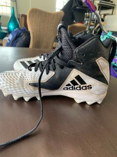 Kids football cleats