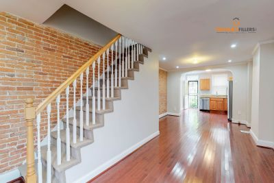 Private small yard!! NEW renovated 2 bed in Upper Fells Point!