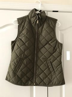 Old Navy Quilted Vest Army Green, Size Small. NWT
