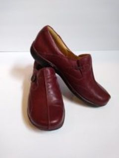 Clarks Artisan Unstructured Women's Red Wine Leather Slip On Loafers 7M EUC