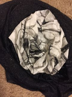 Black and white Express scarf