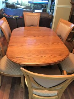 Beautiful solid oak table with 6 chairs
