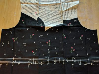 Musical Notes w/Roses Adult Vest (9-104)