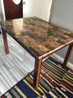 Breakfast/dining room chair with 4 leather chairs