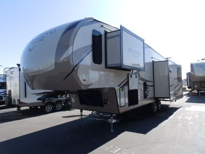 2018 Forest River ROCKWOOD 8298WS, 3 SLIDES, CHAMPAGNE EXTERIOR, REAR ENTERTAINMENT, CORIAN COUNTER TOP, 2 A/C'S, FIREPLACE, OUTSIDE BBQ