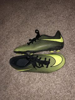 Boys Nike soccer cleats size 5.5 great condition
