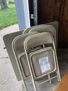 Folding table/4 chairs