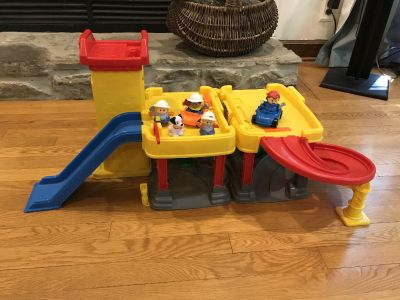 Little people garage with car wash