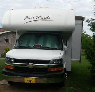 By Owner! 2013 24 ft. Thor Four Winds w/slide
