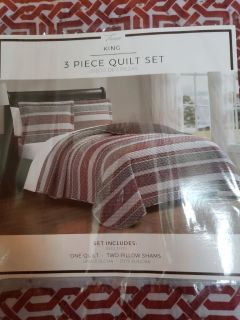 NEW King quilt bedding set with pillow shams