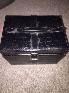 Makeup box or jewelry box