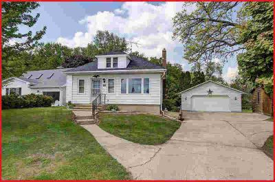W7920 County Road B Lake Mills Two BR, Classic lakefront