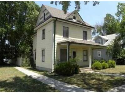 3 Bed 2 Bath Foreclosure Property in Newton, KS 67114 - E 2nd St